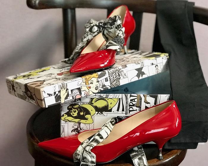 PRADAの赤い靴