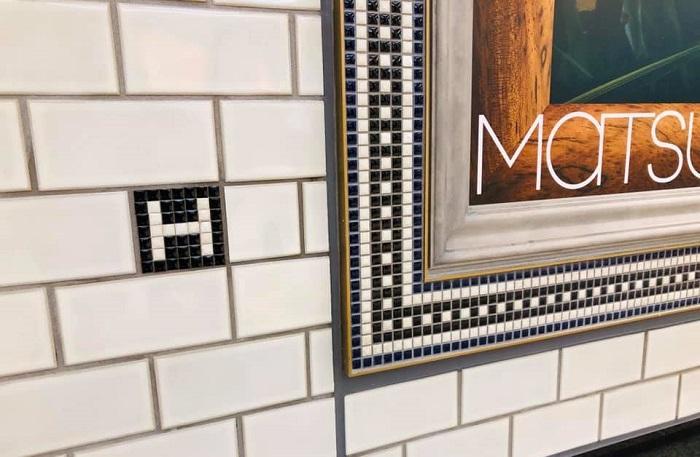 銀座駅地下通路の松屋のポスター