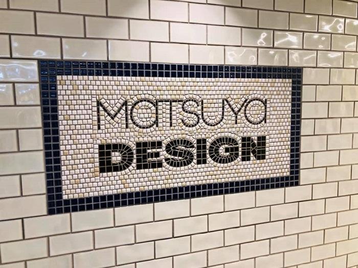 銀座駅地下通路の松屋の看板