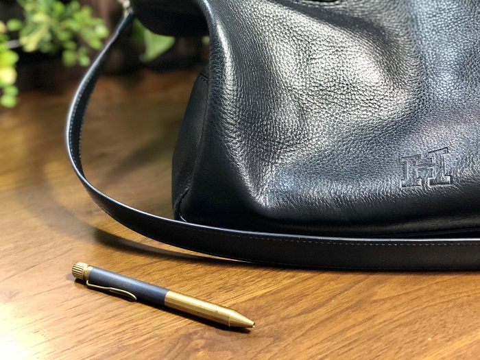 ヒロフの濃紺のバッグ